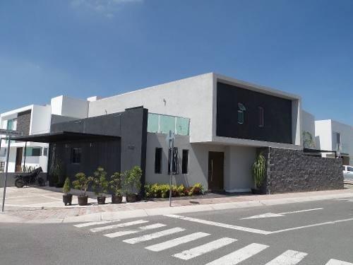 Preciosa Casa Con Alberca En La Condesa Juriquilla, 4 Recámaras, Terraza, Lujo