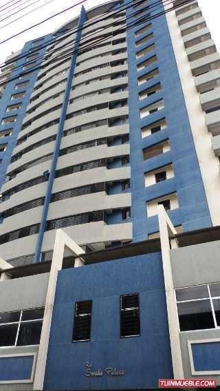 Se Vende Apartamento, Ubicado En Pleno Centro, 04128921943