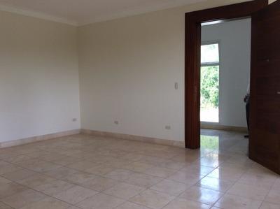 Apartamento En Exclusiva Torre, Avenida Estrella Sadhala.