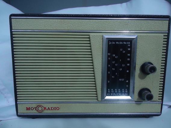 Radio Antigo Motoradio De 6 Faixas Em Estado De Novo