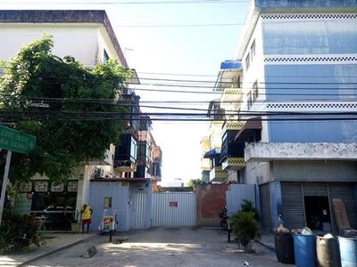Casa No Centro - Suíte, Sala, Cozinha E Garagem