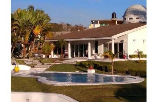 Casa A La Venta Zona Lomas De Cuernavaca Con Alberca Y Jardín
