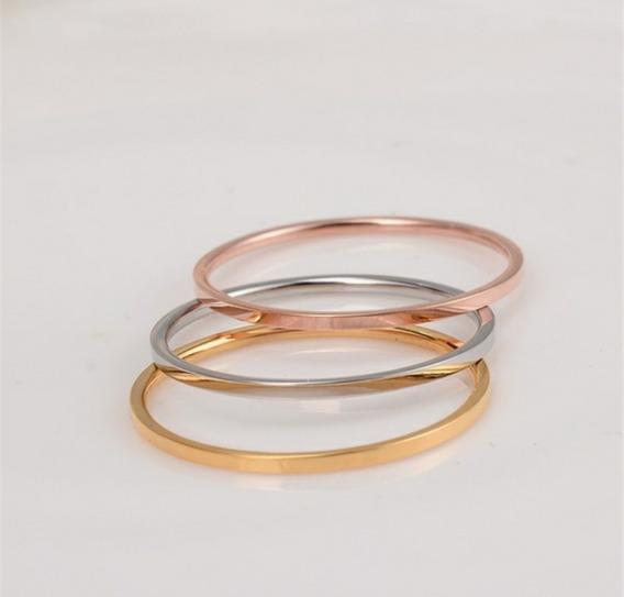Aliança Feminina Em Prata Com Banho Em Dourado Rose.