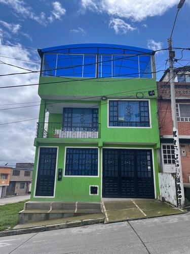 Excelente Oportunidad!!! Hermosa Casa De 3 Pisos