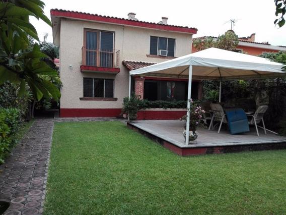 Linda Casa En Fraccionamiento Las Fincas Con Alberca.