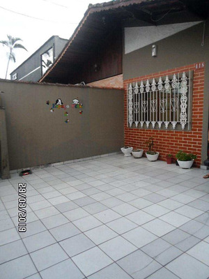 Casa 2 Dormitórios Com Piscina Close- Canto Do Forte - V600