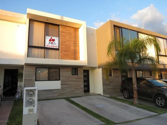 Casa En Renta En El Refugio # 19-2354