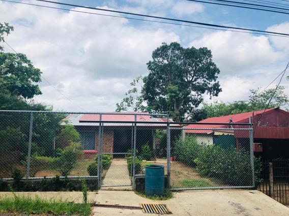 Casa Orotina, Barrio Kilómetro Dos, 3 Hab, Zona Verde.