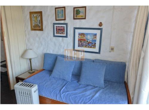 Apartamento En Mansa, 1 Dormitorios  - Ref: 6812