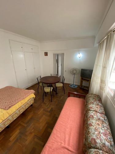 Ambiente En Alquiler Temporal En Pleno Centro.