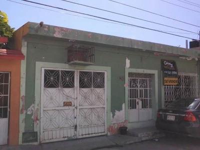 Se Vende Casa En La Col. Centro (a 2 Calles De Los Bancos Y El Malecón)