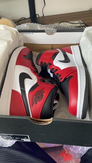 Air Jordan 1 Mid Chicago Bred
