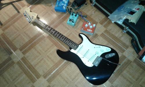 Guitarra Squier Fender Strato Affinity +funda+cable,palanca