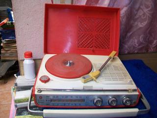 Antigua Radio-tocadiscos Marca Nivico, Funcionando