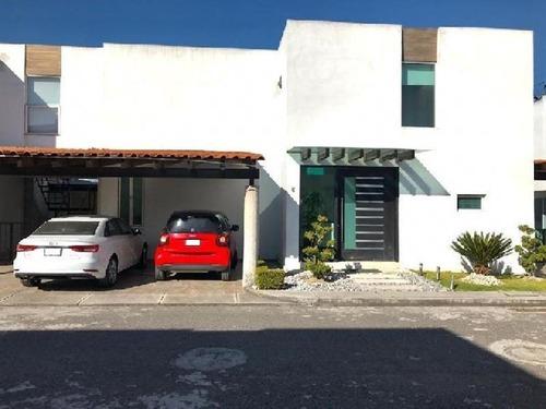Hermosa Casa En Venta Con Excelentes Acabados En Residencial De Metepec