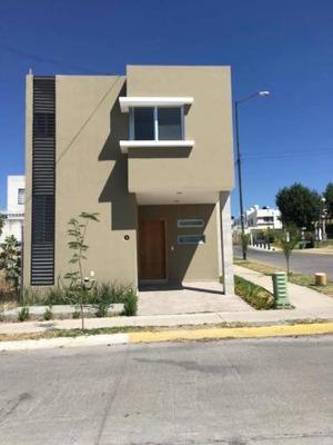 Casa En Esquina, Nueva Praderas Del Centinela