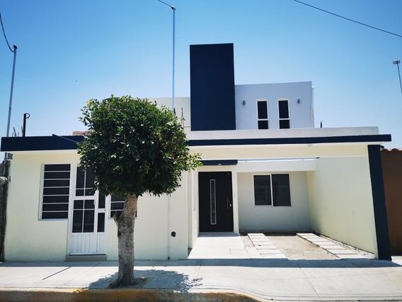 Casa Moderna Diseñada Con Las Últimas Tendencias.