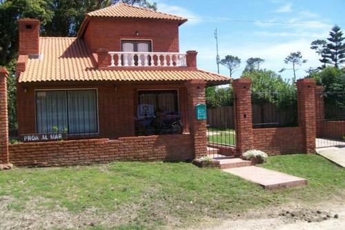 Casa En Pinares, 4 Dormitorios *- Ref: 853