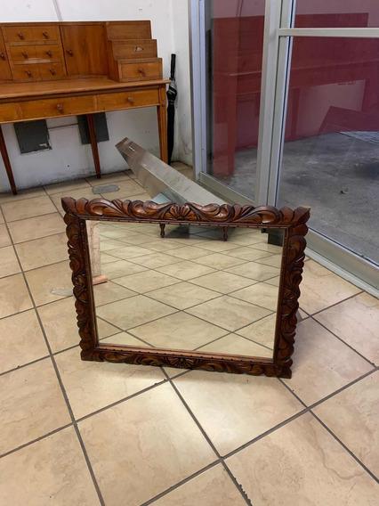 Espejo Antiguo Con Marco Tallado A Mano En Madera De Cedro.