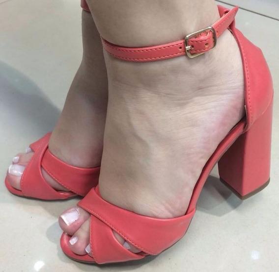 Sandália Vermelha Clara Com Tira Cruzada Salto Alto Grosso