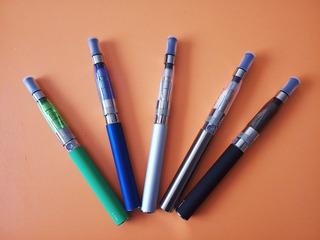 Cigarrillo Electrónico O Vapeador + Liquido De Vapeo De 30ml