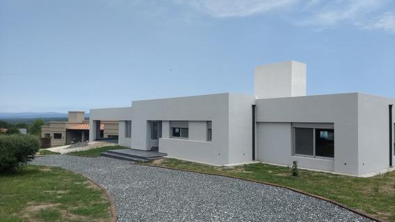 Casa En Venta En La Falda