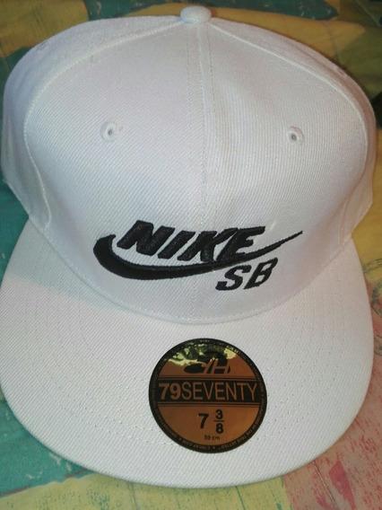 Gorra Plana Nike 10 Vrds