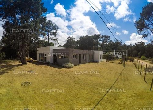 Imagen 1 de 12 de Casa En La Barra - Punta Del Este- Ref: 25403