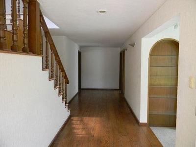 Er1020.- Casa En Renta Rodeada De Hermosos Jardines, Condado De Sayavedra.