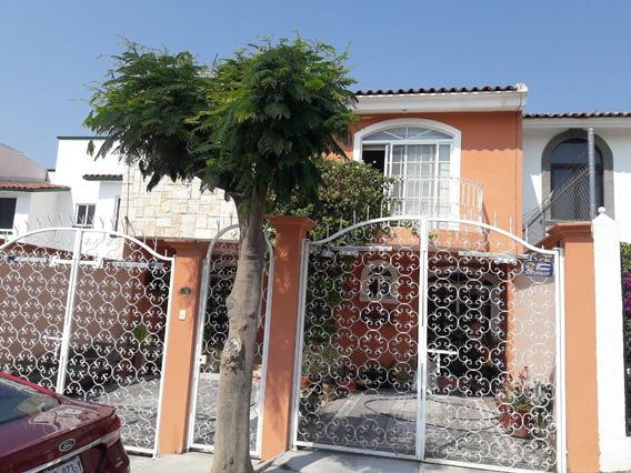 Casa De Tres Recámaras En Fraccionamiento Cerrado