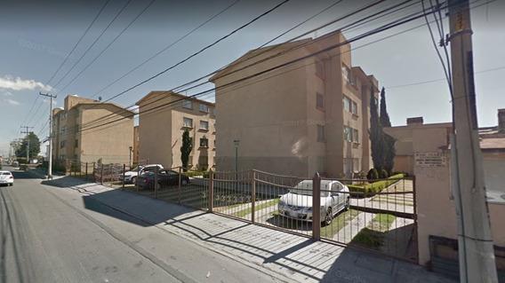 Departamento En Centa En Col. Independencia, Toluca (larl)