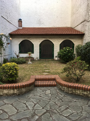 Casa En Venta En Barracas Con Cochera Y Jardín Y Terraza
