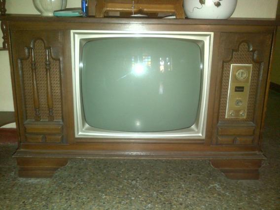 Televisor Una Antiguedad De Coleccion Oferte Solo Si Seguro