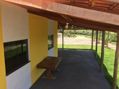 Chácara Em Caxambu Com 1500 M2 , Casa Com Ótimo Acabamento , Bela Vista , 8 Klm De Caxambu , Piscina. - 1039