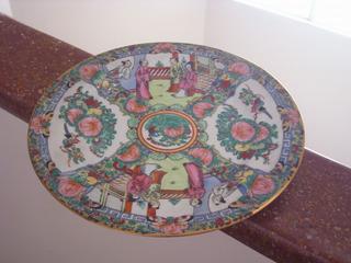 Antiguo Plato Decorativo De Porcelana China Pintado Al Oro