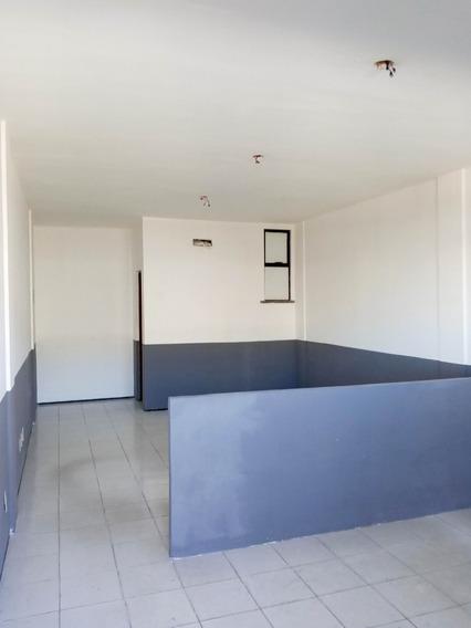 Sala Com Banheiro Social, Ao Lado Do Supermercado Pinheiro