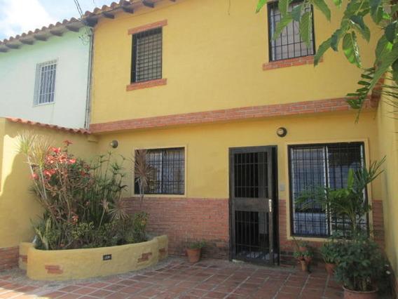 Casa En Venta El Valle Cabudare Lara 20-615 Ds
