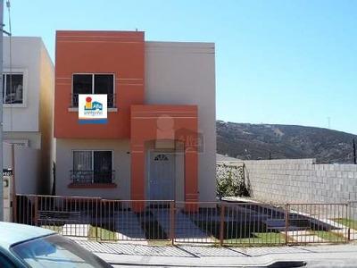 Casa En Venta, Fraccionamiento Los Lagos Residencial Valle Dorado