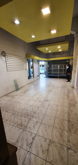 Excelente Local A Metros De Artigas