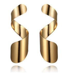 3ea69dc7b3b1 Aretes Metálicos Dorados Rizo Mujer Accesorios Moda