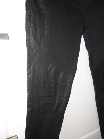 Pantalon Negro Con Recortes Marca Desiderata