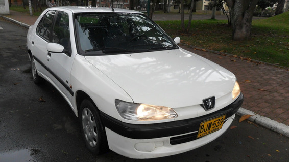 Automovil Peugeot 1998. Conservado.