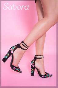 Tacones Negros Bordados Con Flores