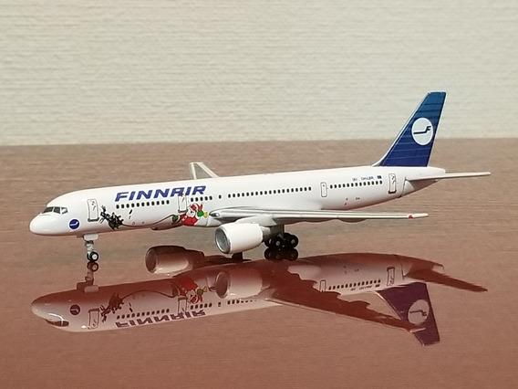 Miniatura Avião 1:400 Boeing 757-200 Finnair Especial Natal