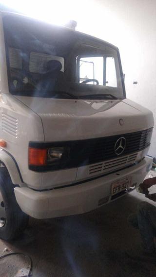 Mercedes-benz 710 Com Baú Ano 2010