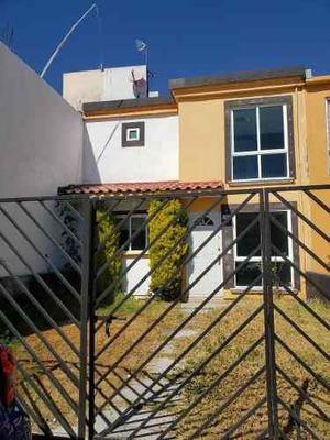 Venta De Casa Dentro De Fraccionamiento Residencial En Zinacantepec