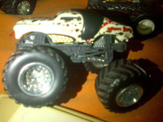 Hot Wheels Monster Jam Dog Dalmata Bad A Escala 1.64