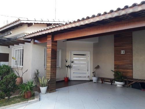 Casas - 3 Dormitórios             - 864