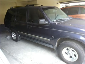 Ford Explorer Azul Año 2000 4x2, 6cilindros