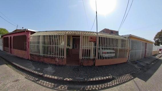 Cómoda Casa Amoblada En Venta En Acarigua #20-9310
